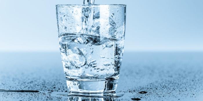 Porque é importante beber pelo menos 2 litros de água